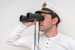 Ο καπετάνιος φαίνεται μέσω διόπτρες Στοκ φωτογραφία με δικαίωμα ελεύθερης χρήσης