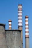 Ο καπνός συσσωρεύει τους δροσίζοντας πύργους Στοκ εικόνες με δικαίωμα ελεύθερης χρήσης