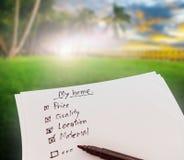Ο κατάλογος ελέγχου για αγοράζει το σπίτι και την ακίνητη περιουσία στοκ φωτογραφία