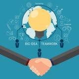 Ο καταιγισμός ιδεών επιχειρησιακών ομάδων και παίρνει τη μεγάλη ιδέα Συνεργαστείτε σφαιρική έννοια επιχειρησιακής επιτυχίας Στοκ Εικόνες