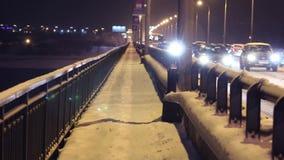 Ο κατοικημένος σύνθετος Γκέιτς Prikamye στη χειμερινή νύχτα απόθεμα βίντεο