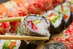 Ο καυτός ή θερμός ρόλος σουσιών στο tempura Στοκ Εικόνες