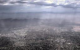 Ο καυτός και μουντός Phoenix Αριζόνα από το αεροπλάνο στοκ φωτογραφία με δικαίωμα ελεύθερης χρήσης