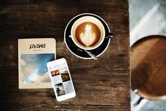 Ο καφές βιβλίων καφεΐνης καφέ χαλαρώνει την έννοια ανανέωσης Στοκ φωτογραφία με δικαίωμα ελεύθερης χρήσης