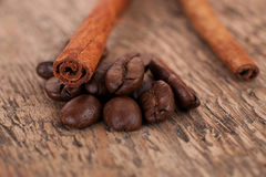 Ο καφές και η κανέλα Στοκ Εικόνες