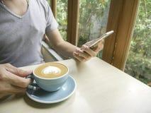 Ο καφές το πρωί χαλαρώνει Στοκ Φωτογραφία