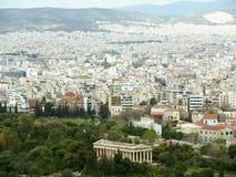 Ο καλά-συντηρημένος δωρικός ναός της εικονικής παράστασης πόλης Hephaestus και της Αθήνας όπως βλέπει από την ακρόπολη, Αθήνα Στοκ Φωτογραφίες