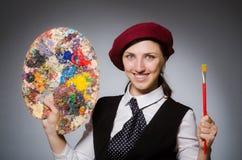 Ο καλλιτέχνης γυναικών στην έννοια τέχνης στοκ φωτογραφία με δικαίωμα ελεύθερης χρήσης
