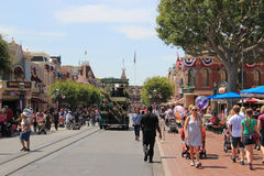 Ο κεντρικός δρόμος, ΗΠΑ είναι η πύλη στο πάρκο Disneyland S Α σε Disneyland Καλιφόρνια Στοκ Φωτογραφίες