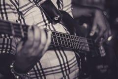 Ο κιθαρίστας στοκ εικόνες με δικαίωμα ελεύθερης χρήσης