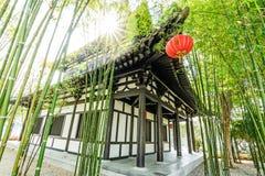 Ο κινεζικοί κήπος και το σπίτι μπαμπού στοκ φωτογραφία
