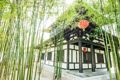 Ο κινεζικοί κήπος και το σπίτι μπαμπού στοκ φωτογραφία με δικαίωμα ελεύθερης χρήσης