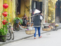 Ο Κινεζικός λαός πωλεί τα φρούτα Στοκ εικόνα με δικαίωμα ελεύθερης χρήσης