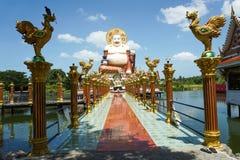 Ο κινεζικός γελώντας Βούδας στο ναό Plai Laem Στοκ φωτογραφία με δικαίωμα ελεύθερης χρήσης