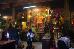 Ο Κινεζικός λαός επισκέφτηκε και σεβασμός προσευμένος την κινεζική θεά θάλασσας Mazu στο ναό Hau κασσίτερου στο Χονγκ Κονγκ, Κίνα στοκ φωτογραφία