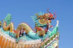 Ο κινεζικός δράκος στη στέγη ναών Στοκ φωτογραφία με δικαίωμα ελεύθερης χρήσης