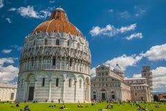 Ο κλίνοντας πύργος της Πίζας, του Duomo και του βαπτιστηρίου στοκ εικόνα με δικαίωμα ελεύθερης χρήσης