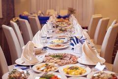Ο κομψός πίνακας γαμήλιων γευμάτων Στοκ Φωτογραφία
