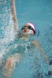 Ο κολυμβητής συμμετέχει στον ανταγωνισμό Στοκ φωτογραφία με δικαίωμα ελεύθερης χρήσης