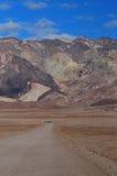 ο κρατήρας Καλιφόρνιας φτιάχνει κρατήρα κοιλάδα πάρκων πεδίων θανάτου την κατά το ήμισυ μεγάλη εθνική βόρεια ubehebe ηφαιστειακή Στοκ φωτογραφίες με δικαίωμα ελεύθερης χρήσης