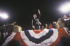 Ο κυβερνήτης Bill Clinton απευθύνεται σε ένα πλήθος σε μια συνάθροιση εκστρατείας του Τέξας το 1992 την τελική ημέρα να κάνει εκσ Στοκ Φωτογραφία