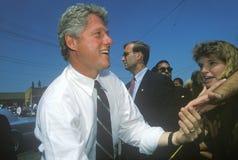 Ο κυβερνήτης Bill Clinton τινάζει τα χέρια κατά τη διάρκεια του Clinton/του γύρου εκστρατείας Great Lakes Buscapade Gore το 1992 Στοκ φωτογραφία με δικαίωμα ελεύθερης χρήσης