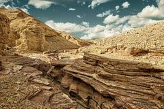 Ο κόκκινος τουρίστας φαραγγιών και η γεωλογική έλξη στο Ισραήλ HDR Στοκ Φωτογραφίες