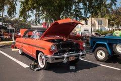 Ο κόκκινος υδράργυρος Monterey του 1953 μετατρέψιμο στο 32$ο ετήσιο κλασικό αυτοκίνητο αποθηκών της Νάπολης παρουσιάζει στοκ φωτογραφία με δικαίωμα ελεύθερης χρήσης