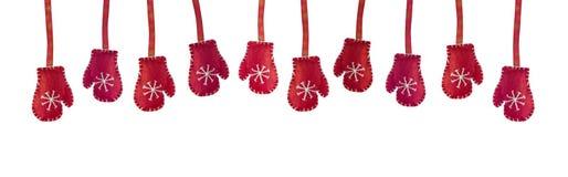 Ο κόκκινος χειμώνας έπλεξε τα γάντια που απομονώθηκαν στο άσπρο υπόβαθρο Στοκ Φωτογραφία