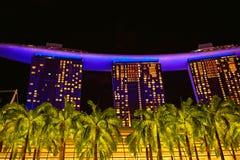 Ο κόλπος μαρινών στρώνει με άμμο το ξενοδοχείο τη νύχτα στοκ φωτογραφία