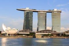 Ο κόλπος μαρινών στρώνει με άμμο το ξενοδοχείο και το μουσείο ArtScience, Σιγκαπούρη Στοκ φωτογραφία με δικαίωμα ελεύθερης χρήσης