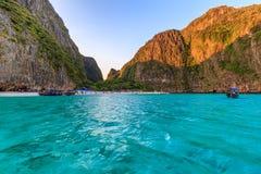 Ο κόλπος της Maya είναι κολυμπώντας με αναπνευτήρα λιμνοθάλασσα γύρου σημείου διάσημη Phi Phi στα νησιά, Krabi, Ταϊλάνδη Στοκ εικόνα με δικαίωμα ελεύθερης χρήσης