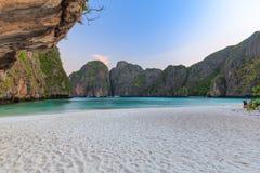 Ο κόλπος της Maya είναι κολυμπώντας με αναπνευτήρα λιμνοθάλασσα γύρου σημείου διάσημη Phi Phi στα νησιά, Krabi, Ταϊλάνδη Στοκ φωτογραφία με δικαίωμα ελεύθερης χρήσης
