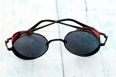 ο κύκλος πόλωσε τα αναδρομικά γυαλιά ηλίου, Στοκ Φωτογραφίες