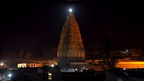 Ο κύριος ναός σύνθετος σε Hampi τη νύχτα απόθεμα βίντεο