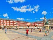 Ο κύριος τετραγωνικός δήμαρχος Plaza με τους τουρίστες και τους ανθρώπους, ήταν χτισμένο du Στοκ Εικόνες