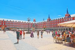 Ο κύριος τετραγωνικός δήμαρχος Plaza με τους τουρίστες και τους ανθρώπους, ήταν χτισμένο du Στοκ Εικόνα