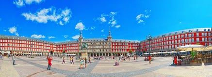 Ο κύριος τετραγωνικός δήμαρχος Plaza με τους τουρίστες και τους ανθρώπους, ήταν χτισμένο du Στοκ Φωτογραφία