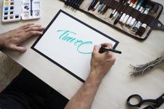 Ο κύριος Clallighraphy γράφει το κείμενο Στοκ Εικόνες