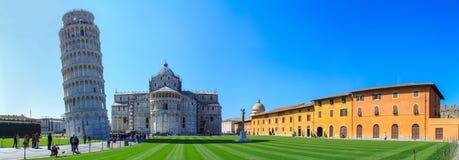 Ο κλίνοντας πύργος της Πίζας είναι το καμπαναριό, ή??????????? πύργος κουδουνιών, του καθεδρικού ναού της ιταλικής πόλης της Πίζα Στοκ φωτογραφίες με δικαίωμα ελεύθερης χρήσης