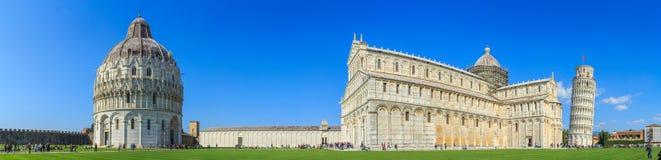 Ο κλίνοντας πύργος της Πίζας είναι το καμπαναριό, ή??????????? πύργος κουδουνιών, του καθεδρικού ναού της ιταλικής πόλης της Πίζα Στοκ φωτογραφία με δικαίωμα ελεύθερης χρήσης