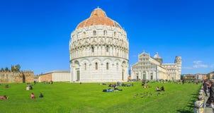 Ο κλίνοντας πύργος της Πίζας είναι το καμπαναριό, ή??????????? πύργος κουδουνιών, του καθεδρικού ναού της ιταλικής πόλης της Πίζα Στοκ Φωτογραφίες