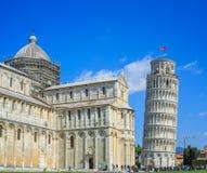 Ο κλίνοντας πύργος της Πίζας είναι το καμπαναριό, ή??????????? πύργος κουδουνιών, του καθεδρικού ναού της ιταλικής πόλης της Πίζα Στοκ Εικόνες