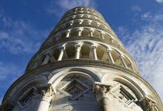 Ο κλίνοντας πύργος της Πίζας, Ιταλία - δείτε να ανατρέξει Στοκ Εικόνες