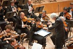 Ο Κ. συμφωνική ορχήστρα εκτελεί Στοκ φωτογραφία με δικαίωμα ελεύθερης χρήσης