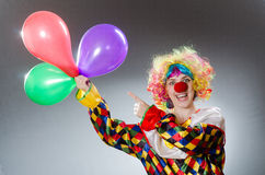 Ο κλόουν με τα μπαλόνια στην αστεία έννοια Στοκ φωτογραφία με δικαίωμα ελεύθερης χρήσης