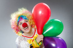 Ο κλόουν με τα μπαλόνια στην αστεία έννοια Στοκ Εικόνα