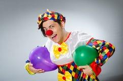 Ο κλόουν με τα μπαλόνια στην αστεία έννοια Στοκ εικόνες με δικαίωμα ελεύθερης χρήσης