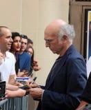 Ο Λάρι Ντέιβιντ υπογράφει ένα Playbill Στοκ εικόνα με δικαίωμα ελεύθερης χρήσης