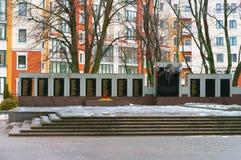 Ο μαζικός τάφος εκείνοι σκότωσε στον πόλεμο του 1941-1945, μνημείο στους πεσμένους στρατιώτες του δεύτερου παγκόσμιου πολέμου στοκ εικόνες